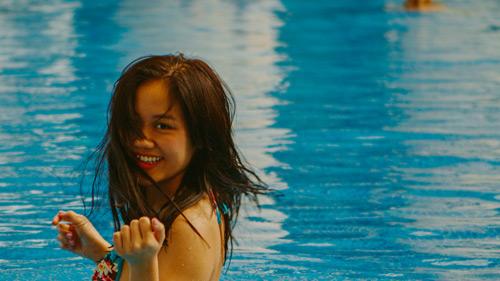 Văn Mai Hương gợi cảm với bikini trên biển - 1