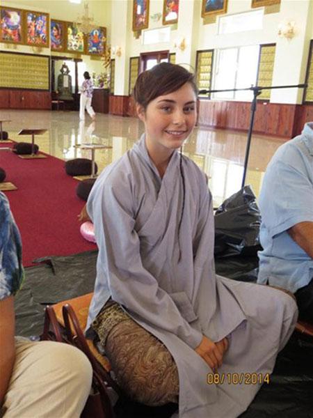 Cô gái xinh đẹp người Mỹ xuất gia tại Việt Nam - 1