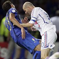 Materazzi thách Zidane dội nước đá