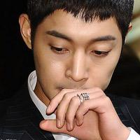 Fan sốc vì Kim Hyun Joong bị tố hành hung bạn gái