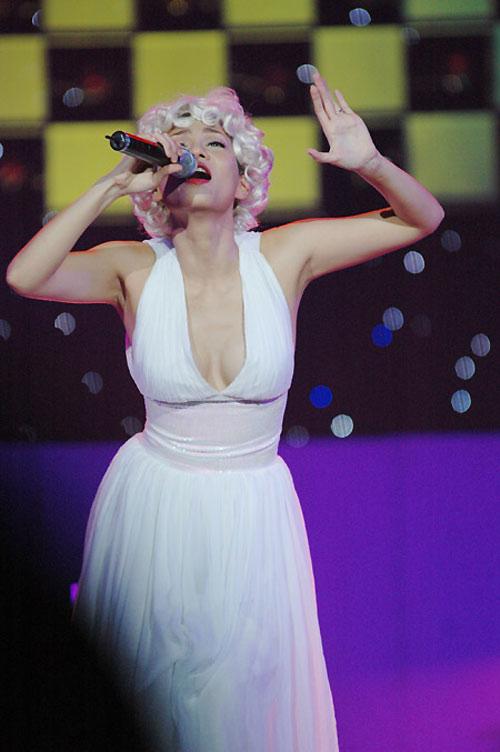 Những màn hóa Marilyn Monroe Việt gây tranh cãi - 12