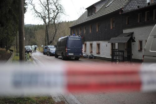 Đức xét xử cảnh sát sát nhân thích ăn thịt người - 2
