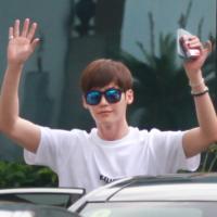 """Lee Jong Suk thân thiện """"hớp hồn"""" fan Việt"""