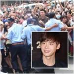 Phim - Fan Lee Jong Suk lấp kín 4 ngã phố Sài Gòn