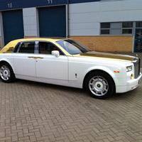 Rolls Royce Phantom bọc 120kg vàng khối trị giá 170 tỷ đồng