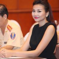 Thanh Hằng gợi cảm khi làm Đại sứ