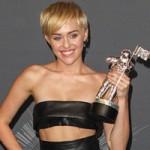 Miley ẵm giải cao nhất MTV cho ca khúc tranh cãi