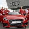 """Dàn """"sao"""" Bayern Munich phấn khích khi được tặng siêu xe"""