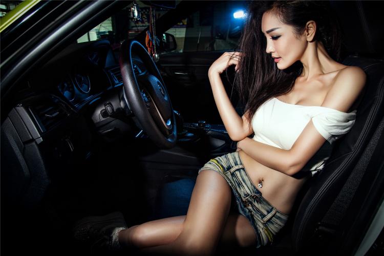 Mỹ nữ cuốn hút khi rửa xe - 10