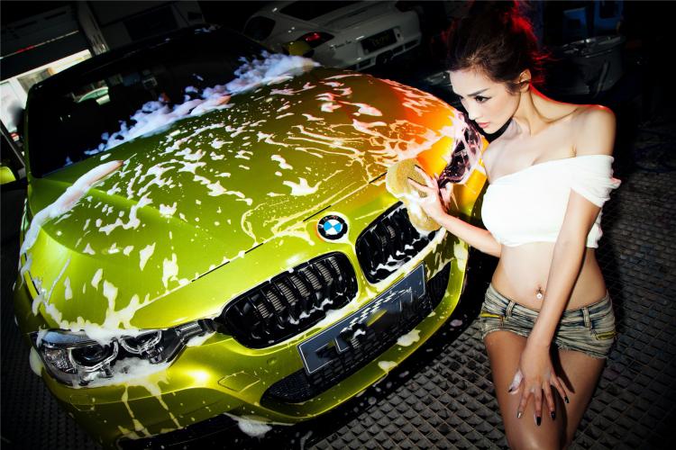 Mỹ nữ cuốn hút khi rửa xe - 13