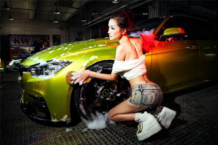 Mỹ nữ cuốn hút khi rửa xe - 14