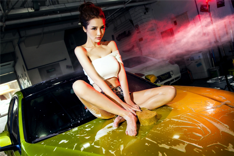 Mỹ nữ cuốn hút khi rửa xe - 16
