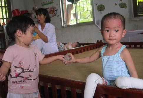 Chùm ảnh: Cuộc sống mới của bé Tâm Anh chùa Bồ Đề - 4