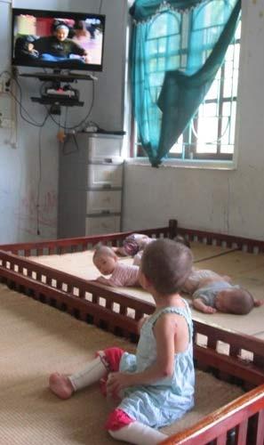 Chùm ảnh: Cuộc sống mới của bé Tâm Anh chùa Bồ Đề - 9