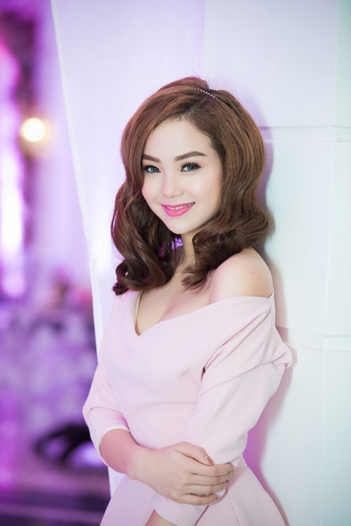 Minh Hằng xinh đẹp ngọt ngào tại Hà Nội - 1