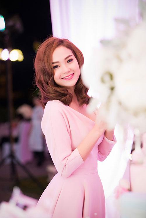 Minh Hằng xinh đẹp ngọt ngào tại Hà Nội - 2