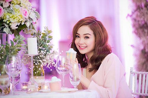 Minh Hằng xinh đẹp ngọt ngào tại Hà Nội - 4