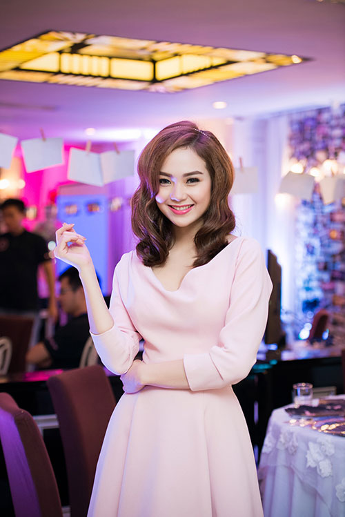 Minh Hằng xinh đẹp ngọt ngào tại Hà Nội - 6