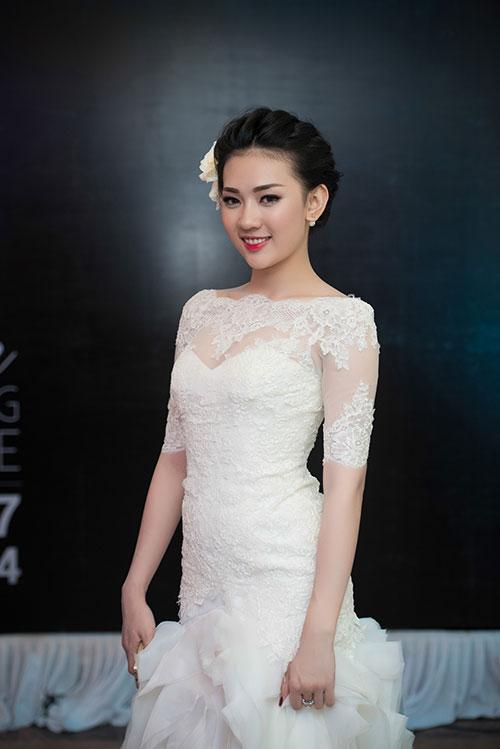 Minh Hằng xinh đẹp ngọt ngào tại Hà Nội - 11
