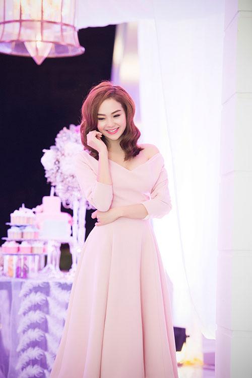 Minh Hằng xinh đẹp ngọt ngào tại Hà Nội - 3