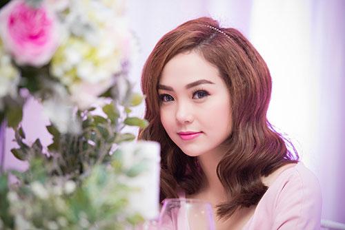 Minh Hằng xinh đẹp ngọt ngào tại Hà Nội - 8