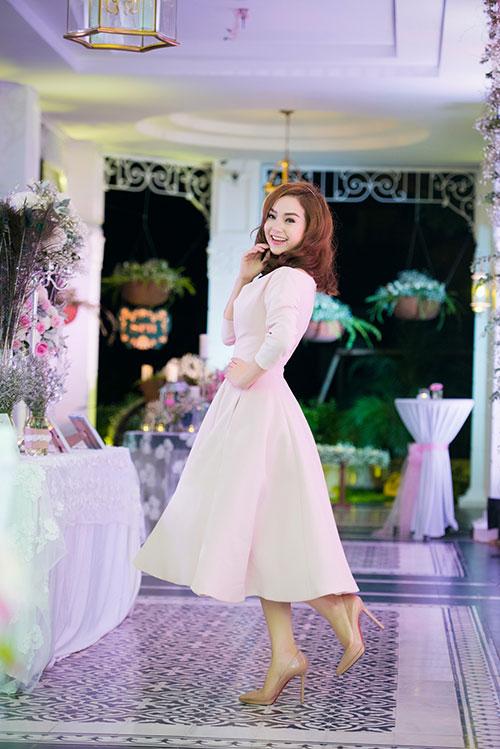 Minh Hằng xinh đẹp ngọt ngào tại Hà Nội - 5