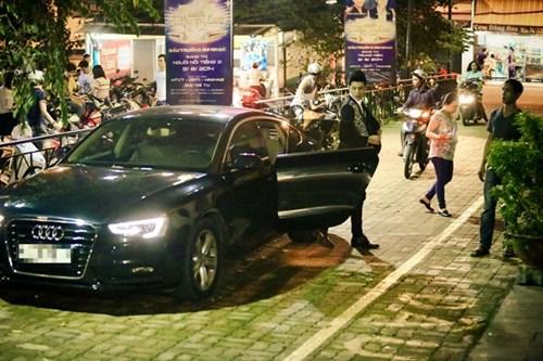 Sao Việt đi chấm thi: Người ngồi xế sang, kẻ đi xe máy - 13