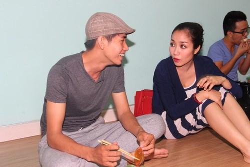Ốc Thanh Vân vác bụng bầu 4 tháng đi dạy nhảy - 12
