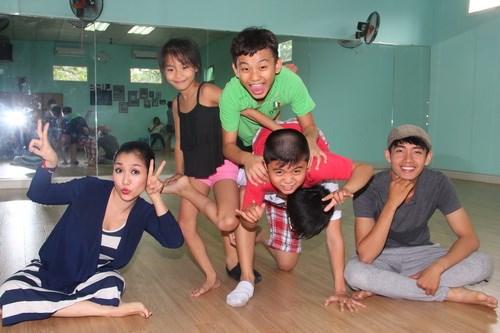 Ốc Thanh Vân vác bụng bầu 4 tháng đi dạy nhảy - 4
