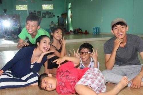 Ốc Thanh Vân vác bụng bầu 4 tháng đi dạy nhảy - 6
