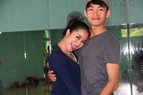 Ốc Thanh Vân vác bụng bầu 4 tháng đi dạy nhảy - 1