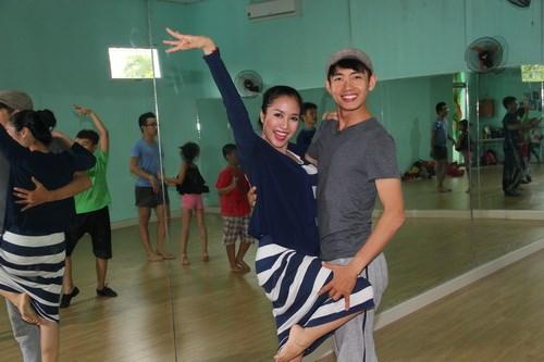 Ốc Thanh Vân vác bụng bầu 4 tháng đi dạy nhảy - 2
