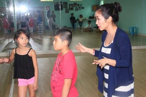 Ốc Thanh Vân vác bụng bầu 4 tháng đi dạy nhảy - 8