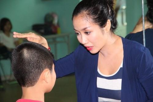 Ốc Thanh Vân vác bụng bầu 4 tháng đi dạy nhảy - 10