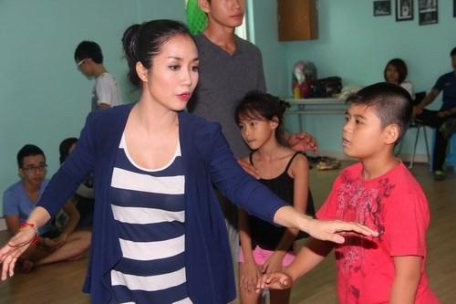 Ốc Thanh Vân vác bụng bầu 4 tháng đi dạy nhảy - 7
