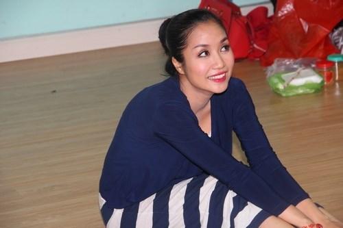 Ốc Thanh Vân vác bụng bầu 4 tháng đi dạy nhảy - 11