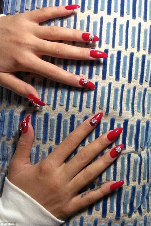 Rita Ora ồn ào với váy hở bạo & móng tay 1.2 tỉ đồng - 2