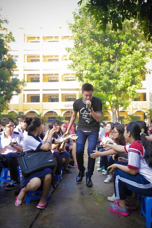 Sơn Tùng thăm trường cũ của Wanbi Tuấn Anh - 8