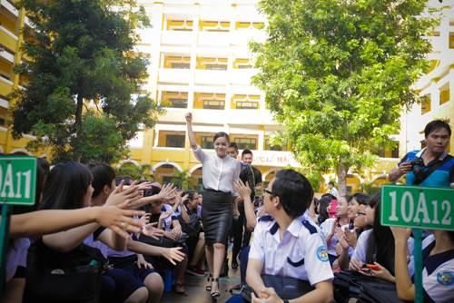 Sơn Tùng thăm trường cũ của Wanbi Tuấn Anh - 10