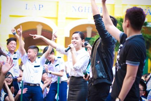 Sơn Tùng thăm trường cũ của Wanbi Tuấn Anh - 11