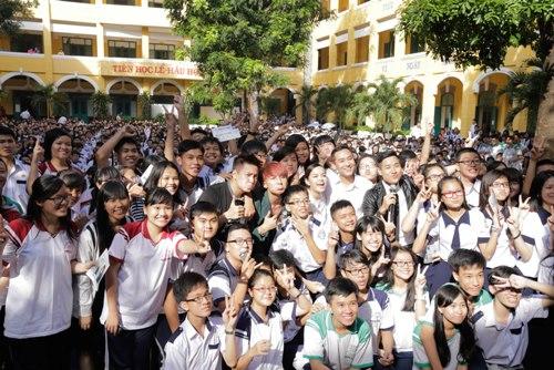 Sơn Tùng thăm trường cũ của Wanbi Tuấn Anh - 4