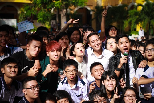 Sơn Tùng thăm trường cũ của Wanbi Tuấn Anh - 5
