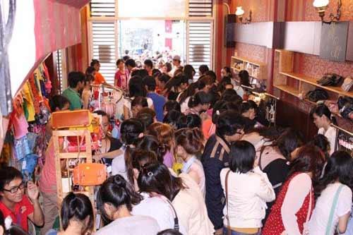 Những chợ phiên độc đáo ở Sài Gòn - 1