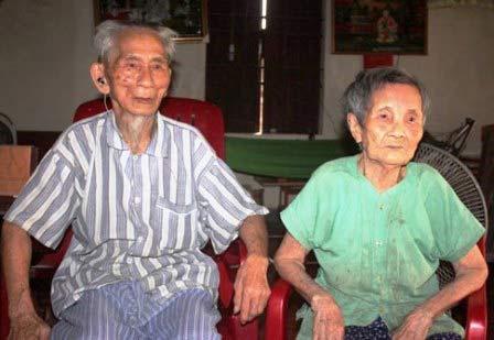 Đôi vợ chồng cao tuổi nhất châu Á là người VN - 1