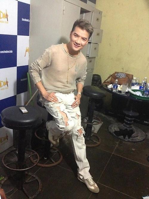 Jeans rách mảng lớn khó mặc vẫn hút sao Việt - 10