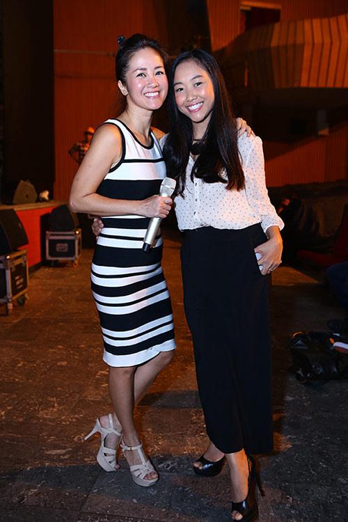 Hồng Nhung, Đoan Trang quyến rũ trong sắc đen trắng - 2