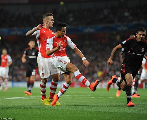 """Arsenal """"thoát hiểm"""", HLV Wenger thở phào - 1"""
