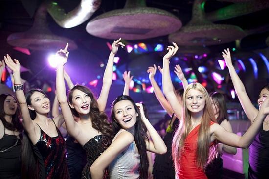 Thiếu nữ đi bar và hậu quả khôn lường - 1