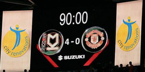 """Fan """"đổi đời"""" nhờ MU thua thảm MK Dons - 1"""
