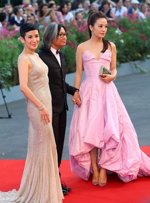 Triệu Vy, Emma Stone nổi bật tại LHP Venice - 4